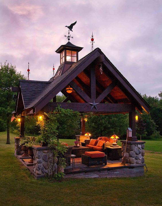 What a great outdoor living room! Would be so relaxing to be able to sit outside and enjoy nature...But hopefully its warm here :):