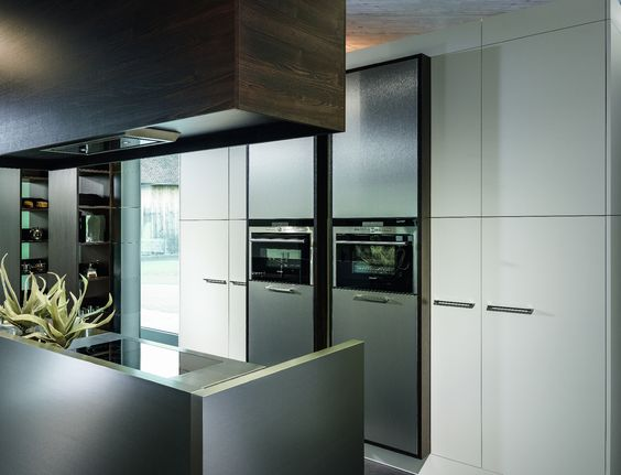 kh system möbel: küche in eiche schwarzbraun mit feinbütte weiss