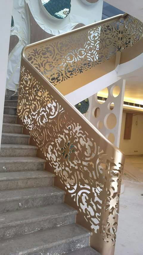Pin By ابواب درج حديد القصور الذهبية On درج داخلي Staircase Railing Design Stair Decor Modern Stair Railing