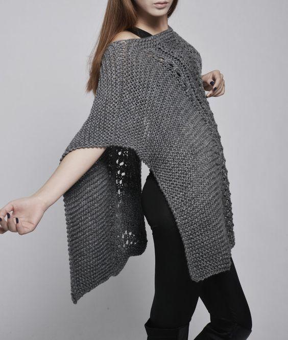 Suéter de la mujer Poncho tejido a mano / capa de por MaxMelody