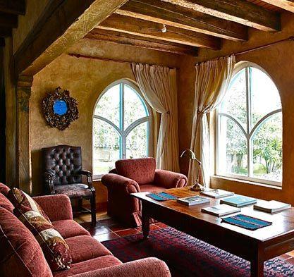 Las Palmeras Inn, Otavalo – me gusta el decor del stucco, también el color es distinguido