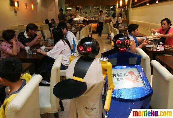 Restaurant ini menggunakan robot sebagai pelayannya di restoran Robot Kitchen di Hongkong.