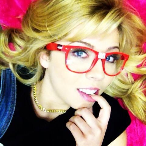 I've never seen Jennete McCurdy in a picture as a beautiful.....NERD!!!!!!!!!!!!!!!!! :) :) :)