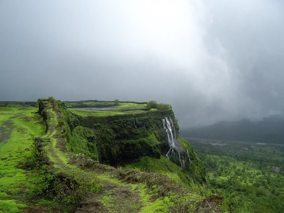 Lonavla and Khandala are twin hill stations 622 metres (2,041 ft) above sea level in Pune district in the Indian state of Maharashtra. The Hill stations are popular holiday destinations during the monsoons.   For package details Contact: Metro Tours and Travels on 022 42476900 or email us on metro.15august@gmail.com