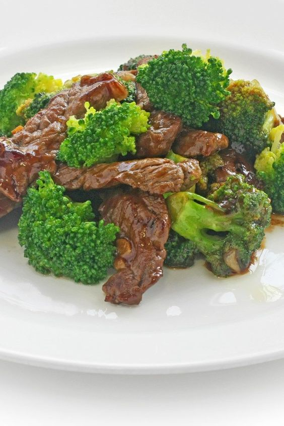 Weight Watchers Beef and Broccoli Stir Fry Recipe with Sirloin Steak, Soy Sauce, Chicken Broth, Ginger Root, Garlic, and Red Pepper Flakes - Ready in 30 Minutes