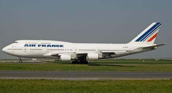 'Two detained' over Air France bomb scare