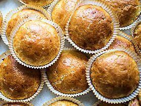 La miche est un petit gâteau du Gers, qui se retrouve de façon quasi identique dans la Bigorre. Traditionnellement fait aujourd'hui avec des farines de maïs et de blé, il fut d'abord réalisé à base de sarrasin.