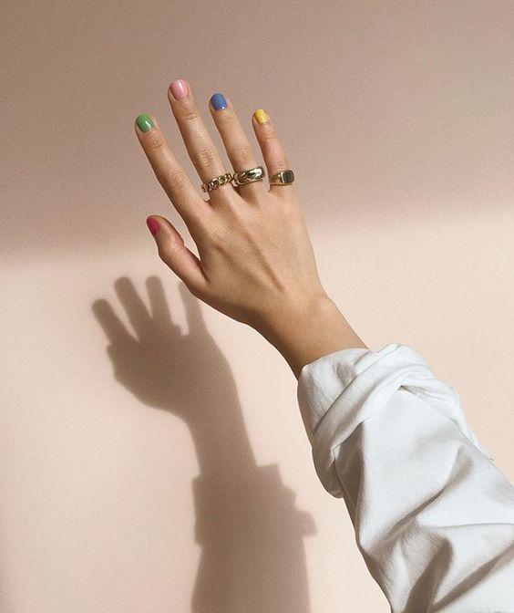 """Elif su Instagram: """"Unghie ispirate a"""" A Bigger Splash """"di David Hockney 🌞🌴💖💦"""" - Nail Inspo - Elif (Elif⎜thatsaleaf.com) • Foto e video di Instagram - #Unghie #gel #Unghiegel #glitter #particolari #blu #rose #mandorla #sfumate #semplici #Unghieblu #Unghierose #Unghiegelblu"""