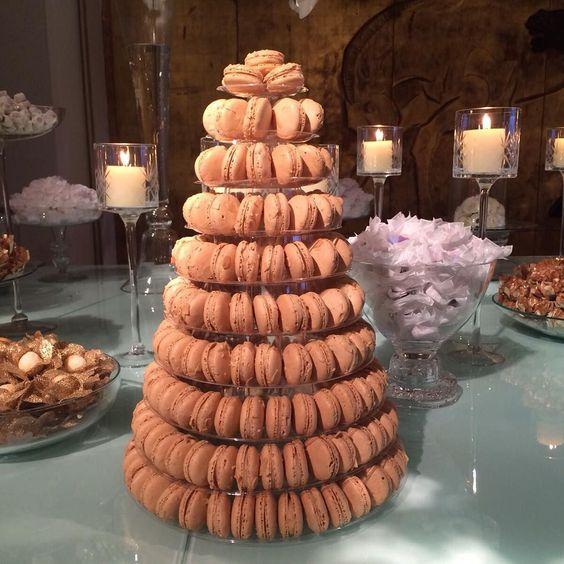 A torre de macarons de amêndoa que a @paradissp fez para a nossa festa ontem  Linda e deliciosa!! #revistaconstancezahn by constancezahn