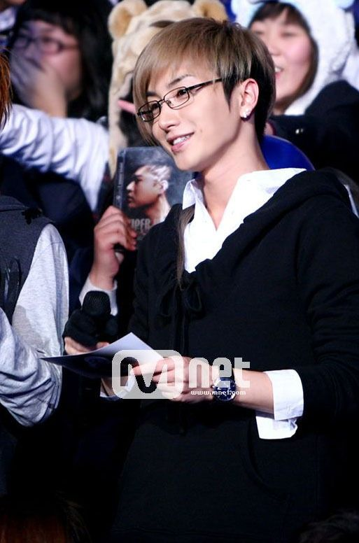 So handsome! Even more so that he's wearing glasses!!! XD