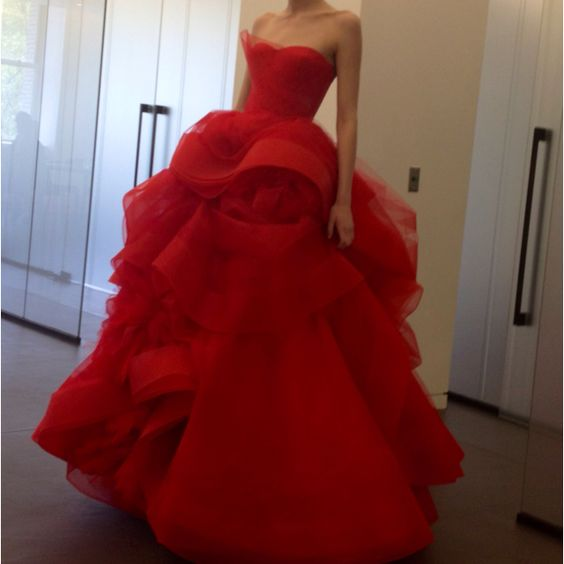 Stunning in red by Vera Wang.: Red Vera, Dressy Outfit, Red Gowns, Red Carpet, Wedding Dress, Red Wedding Gowns
