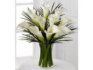 Base de Cristal con Flores Blancas.