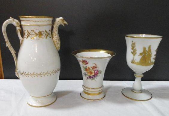 Lot comprenant verseuse porcelaine de Paris à décor de rapace et