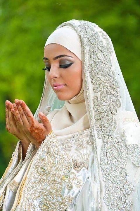 Muslim Beautiful Bridal Makeup : Im not Muslim but the veil is simply beautiful Modest ...