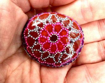 oursin de mer / peint roches / peint pierres / mandala / mosaïque / rock art / presse-papiers / boho art / art hippie / roches peintes à la main
