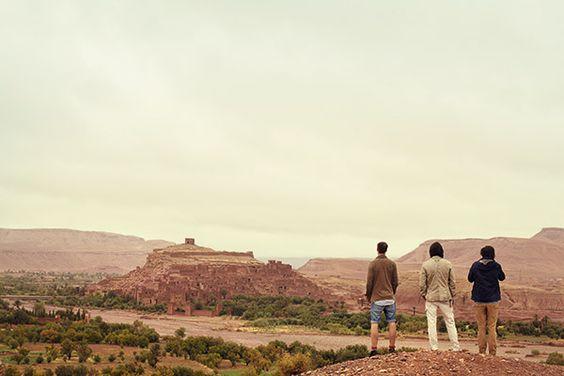 Mit Camel Active in Quarzazate - gehen Sie mit Camel auf Roadtrip und entdecken Sie die faszinierende Landschaft rund um Quarzazate in Marocco. Inspiriert von Camel Active haben wir uns auf die Spuren des Roadtrips begeben. Lesen Sie jetzt den Reisebericht im HIRMER Menstyle-Blog.