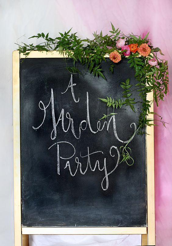 The cutest Garden Party welcome you've ever seen! Click through for more garden party inspiration from Kristin, of The Hunted Interior. || @huntedinterior