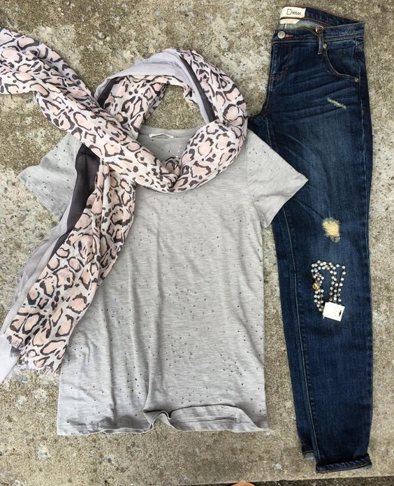 Take off that easter dress and change into some comfy clothes!!! Loving this hole tee we just received available online now!! #piecesfashion #shop #shopping #shoplocal #shopsmall #ootd #outfitideas #basictee #rainyday by piecesfashion