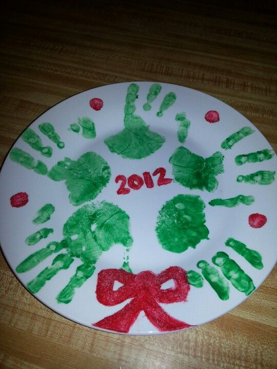 Wreath handpainted plate christmas craft arts n crafts for Holiday craft gifts for parents
