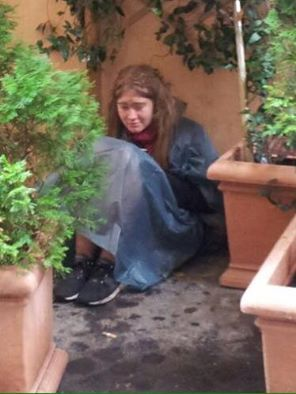 """Lorena Kollobani from Italy wrote to MPofA on Facebook regarding the photo above that she also posted: """"Hi. I dont know if she is even american. I ve seen her in Rome streets. She sleeps outs…"""