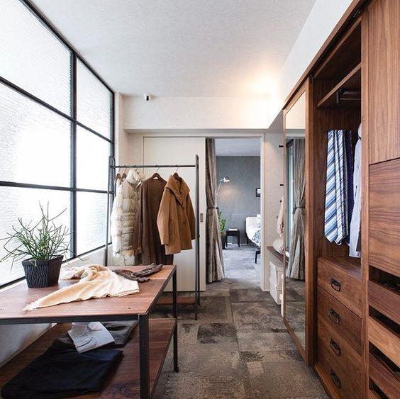 ヘーベルハウス 旭化成ホームズ株式会社 さんはinstagramを利用しています オーダーメイドのウォークインクローゼット ショップにいるような感覚で服選びを楽しめます 床は寝室と同様 足触りのよいカーペットを選択 ガラスの室内窓で空間全体が