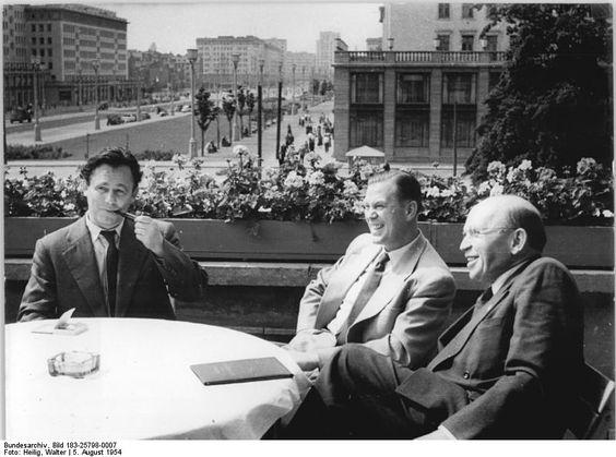 Unterredung von Hermann Henselmann, Otto John und Erich Correns auf der Terrasse des Cafés am 6. August 1954