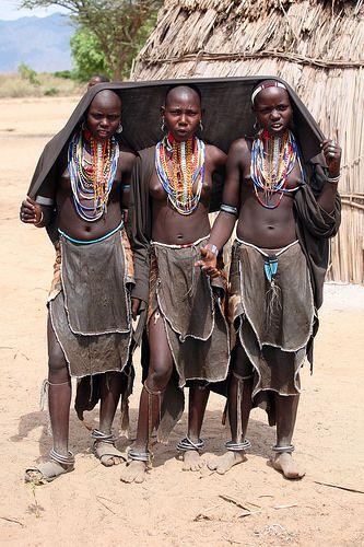 Muchachas de la tribu Erbore en un poblado entre Turmi y W… | Flickr