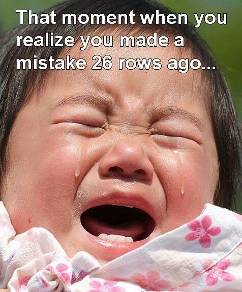 Beaucoup d'erreurs sont réparables sans défaire plusieurs rangs, juste en lâchant et remontant une maille - knitting meme - conseils tricot