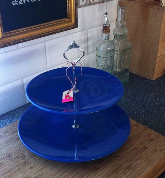 Beautiful, deep blue, high polished etagère/(cup) cakestand. For more information go to: www.facebook.com/okidokado