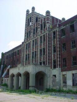 Visit Waverly Hills Sanatorium in Louisville, Kentucky. Ghost hunt? Yes, please.