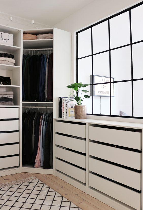Un #dressing bien aménagé dans une suite parentale ! http://www.m-habitat.fr/petits-espaces/dressing/les-dressings-sur-mesure-2643_A