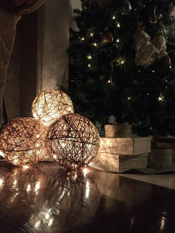 MuchoCrafts: TWINE SPHERES - DIY...balloons, twine, sparkly lights.. perfection!: