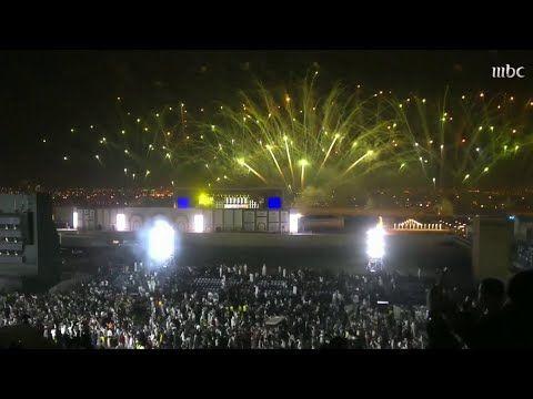 حماس الجمهور مع استعراض فتاة تطير في الجو والألعاب النارية تضيء سماء الرياض Youtube