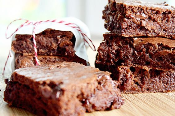 barely any fat Fudge Brownies! No eggs, oil, or butter. #recipe #brownies