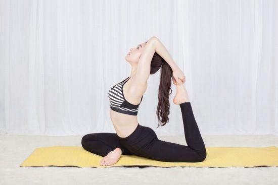 Tư Thế Chim Bồ Cau đơn Giản Dễ Thực Hiện Sẽ Giup Mong Nở Eo Thon Hiệu Quả Yoga Tập Yoga Sức Khỏe