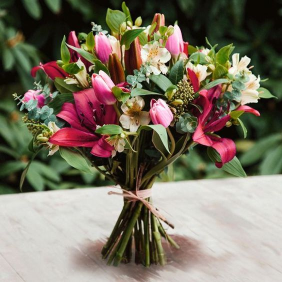 (http://www.bynature.co.uk/pure-pink-seasonal-british-flowers-bouquet/)