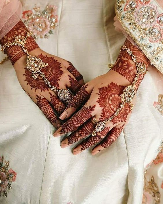 Henna Tangan Putih