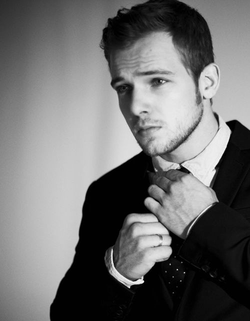 Max Thieriot.: