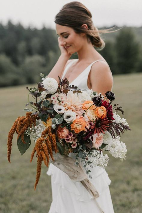 Cosy New Hampshire Weekend Away Wedding Shoot Via Magnolia Rouge October Wedding Flowers Wedding Bouquets Wedding Inspiration Fall