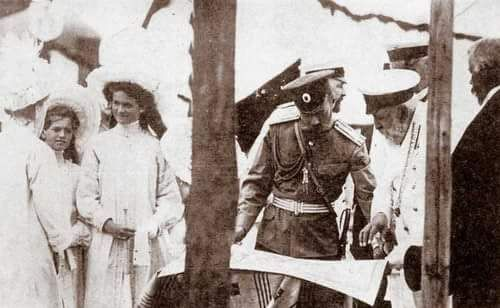 "aw-laurendet: "" Tsar Nicholas ll of Russia,the Grand Duchesses Maria and Olga Nikolaevna Romanova of Russia and King Edward VII of the United Kingdom at Riga in 1903. """
