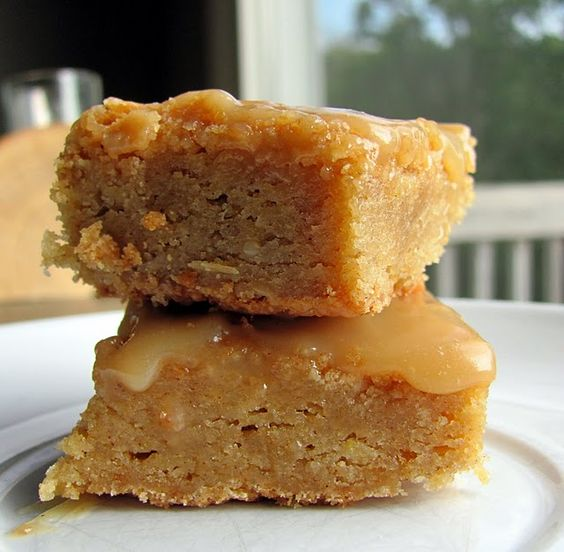 Browned Butter Snickerdoodle Blondies with Butterscotch Sauce