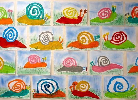 #1: on fait le fond à l'éponge avec un bleu très pâle et du blanc.  #2: gazon fait avec de la peinture à l'eau.  #3: (je sais que ce n'est pas ça, mais voici ce que je ferais) escargots au pastel gras.