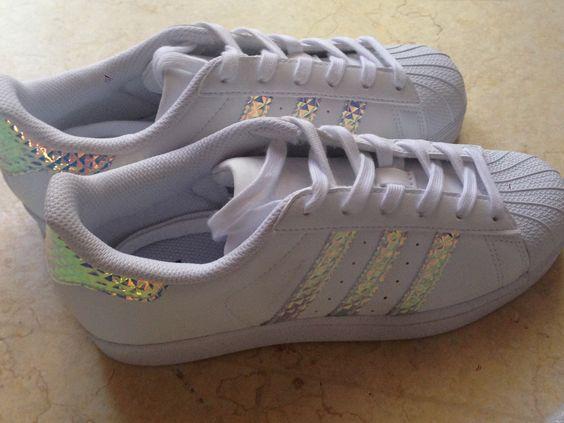 Scarpe adidas specchiate e squamate comprate dal punto vendita foot looker