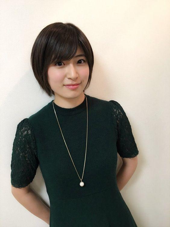 黒ワンピの南沢奈央
