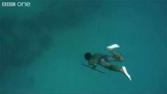 What a way to catch fish inside the ocean depths without an oxygen cylinder!