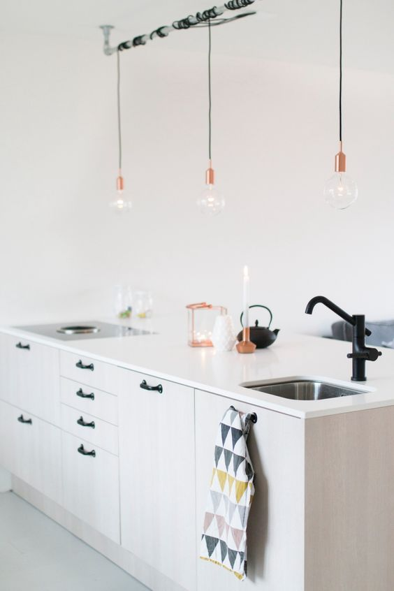 cuisine blanche robinet noir suspension cuivre no. Black Bedroom Furniture Sets. Home Design Ideas