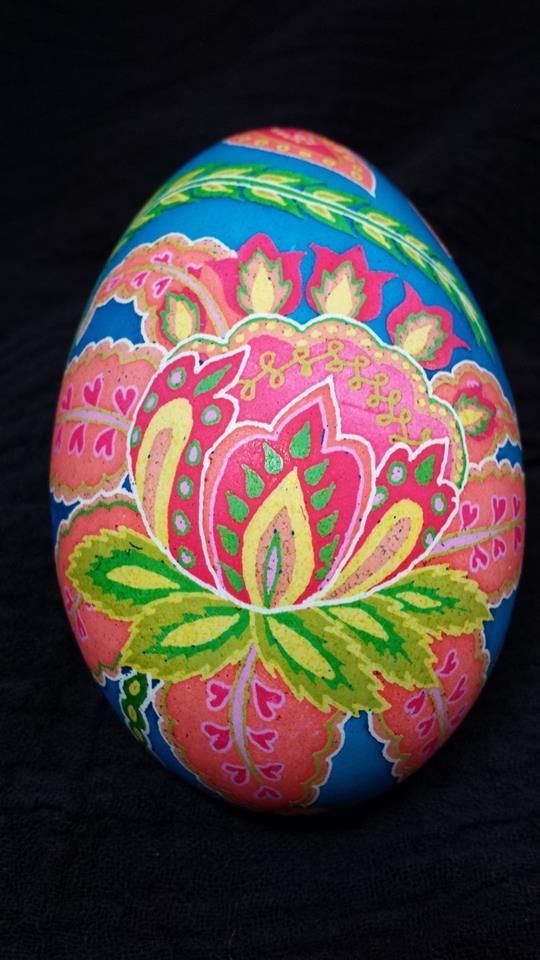 Twyla Boyer shows of her use of PysankyUSA's Colorama Dyes on this lovely paisley egg.