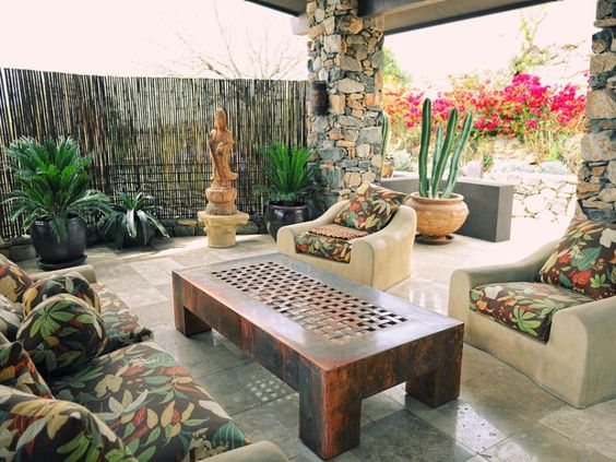 This entertainer's home is a place where bamboo and cacti peacefully coexist. The Southwestern Zen outdoor area shown on HGTV's Celebrities at Home is where the star hosts many guests. Like this space the best? Click on to see your style twin!