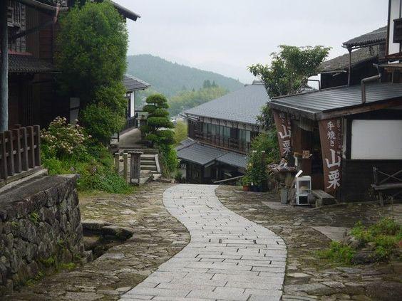 【写真】坂道の続く馬篭宿 | Travel.jp[たびねす]