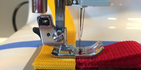 Comment démarrer sans problème une couture sur une grande épaisseur de tissu.